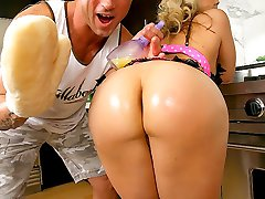 Horny sara gets her pussy all juiced up in this amazing pounding kitchen sex update