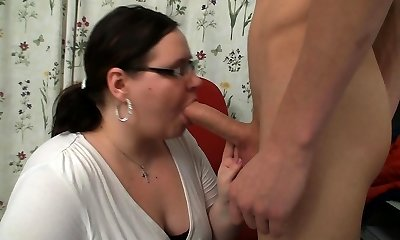Elizabeth Michelle Lawrence smokes corks 100's as she finger fucks herself