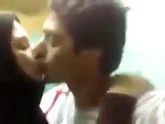 aRAB COUPLE HOT KISSING