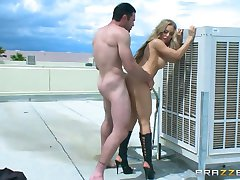 Brazzers - Nicole Aniston loves ridding dick