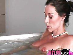 Amazing Hot MILF Pleasures Herself in Bathtub