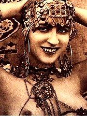 Vintage fantasy nude chicks