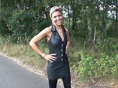 LGH - Tamia mit High Heels auf dem Feldweg
