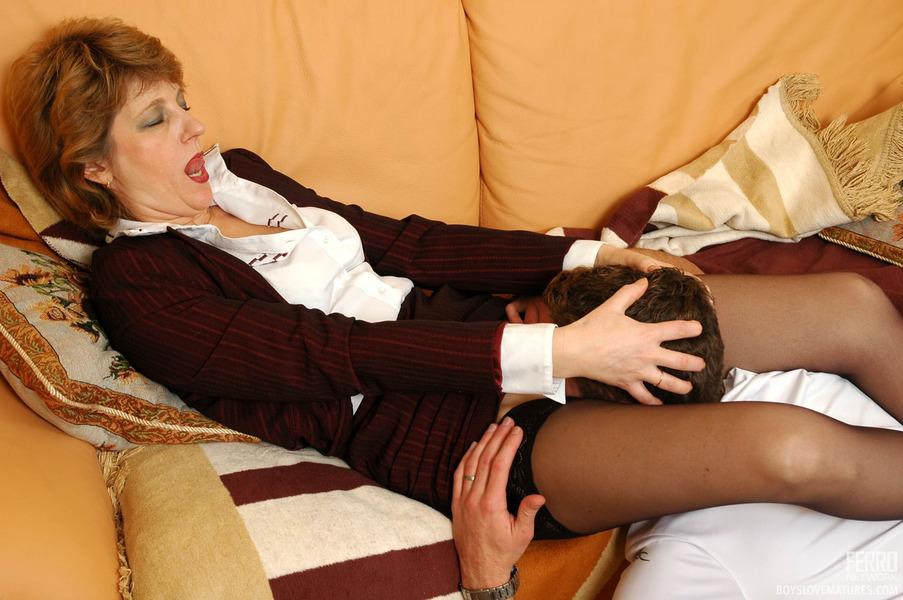Hot women giving blowjob while masturbating