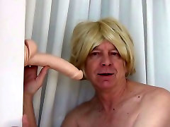 Gigi with no bra blowing Mr. Big