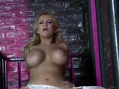 Busty MILF gets her cunt licked before riding guy&039;s tool