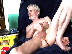 Splitternackt nude wichsen