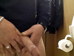Wichsen in public Toilet