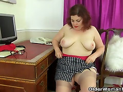 British milf Sexy Scorpio stuffs her pussy with tights