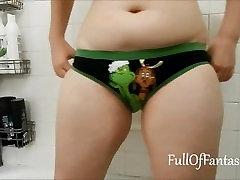 Peeing in my Grinch panties!