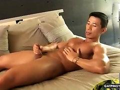 GAY ASIAN VIDEO: HOT ASIAN SOLO!