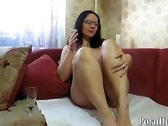 mature milf, pissing and smoking. urine fetish