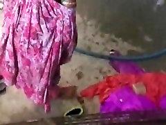 Indian Village Lady Bathing Publically- rekhamalik.co.in