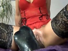 Giant dildo for mature pussy hole