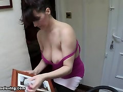 downblouse: saskias boobs are too big so they fall out of her t-shirt! 2
