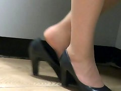 Pantyhose Feet slip out of shoes