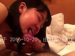 与日本18岁妹子援交的自拍视频