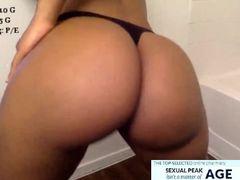 Hot ebony tits ans ass at webcam