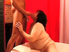 Chubby granny pleasing her pussy with sextoy
