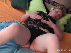 Lonely blonde mature teasing her sexy fuck hole in bed