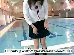 Рио синано молодая азиатская шлюха в бассейне купались
