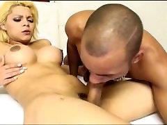 Shemale Gisele loves sucking and fucking