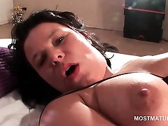 Szexi érett maszturbálni, hogy erős orgazmus