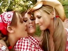trio lesbians loves asshole vibrating