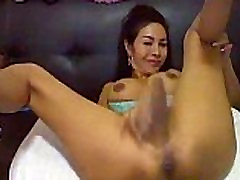 Hot Tranny Get Naked and Masturabate on Cam