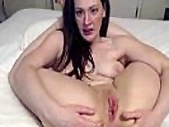 Flexible raven Joy with pink meaty pussy lips