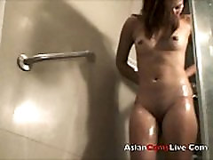 AsiancamsLive.Com Filipina model masterbates in shower Asian girls