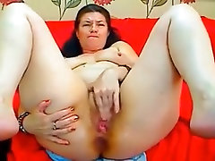 Mature brunette white lady voraciously fucks herself on webcam
