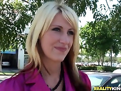 A blonde MILF is seduced by a pure scumbag
