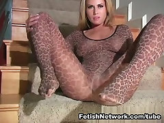 Leopard Girl With Plump Pussy