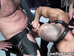 Barebacked cum slut analized with huge dildo