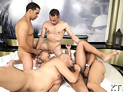 Marvelous sexy tranny gives her aperture for banging