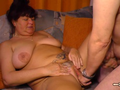 HAUSFRAU FICKEN - Amateur red-haired German housewife craves mature sex on the couch