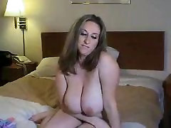 Kitty Lee huge tits masturbating