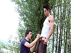 Muscle hunk gets pounded