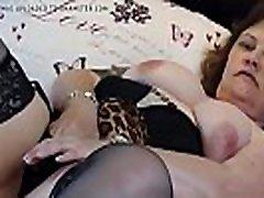British mature BBW mom Tiger Cub fingering her pussy - Lindaclary.com