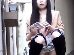 Sexy asian chick urinates in pee alley