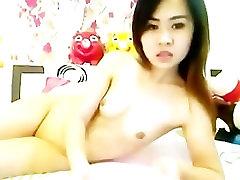 sexy Asian Cam girl dildoing