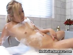 My real real asian GF in bathtub part3