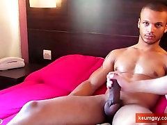 Monster cock guy get wanked his enormous thing by a guy in spite of him!