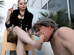 Lady Sonia Black dirty feet