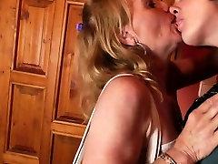 Mature busty mom fucks kinky grann Tianna from 1fuckdatecom