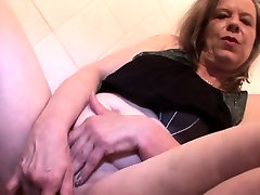 Blonde mature finger fucking her juicy twat