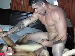 Muscle Daddy Fucks Twink
