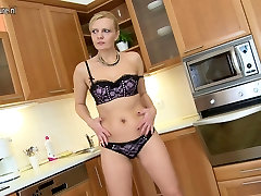 Hot real mom next door hungry for fuck
