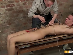 Kinky Ashton arrives to play with pegs